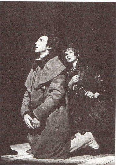 В. Гвоздицкий (Подколесин) и Л. Панченко (Агафья Тихоновна). Фото А. Ивашина