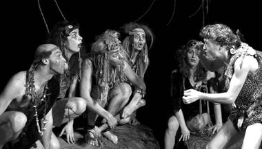 Сцены изспектакля «Две стрелы». Театр «Умоста» (Пермь). ФотоА.Телеша