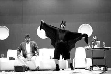 К.Шпицер (Габриэль фон Айзенштайн), Э.Азизов (Доктор Фальке). Фото Д.Юсупова