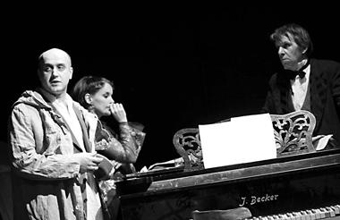 В.Коваленко(Иванов), А.Вартаньян(Сарра), Г.Алимпиев(Шабельский). ФотоО.Кутейникова