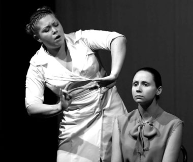 Ю.Миллер (Медсестра), Т.Жулянова (Ольга). ФотоЮ.Лебедевой
