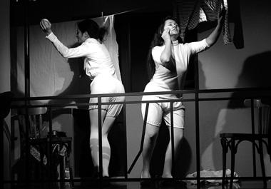 М.Санторо, Е. Ворончихина (Женщины, прожившие всю жизнь вобщежитии). ФотоА.Харитонова