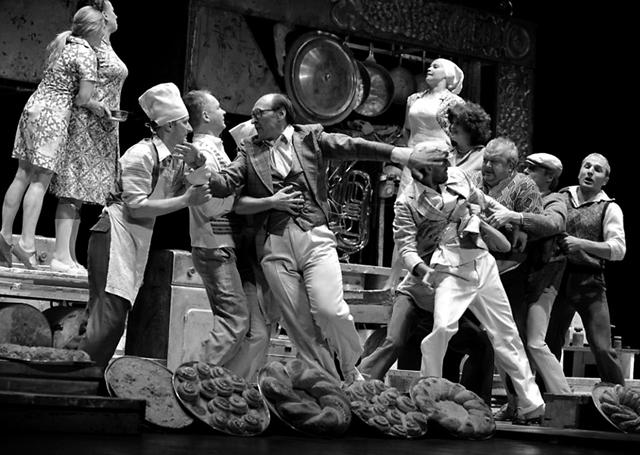 Сцена изспектакля «Ромео иДжульетта». ФотоА.Кудрявцева