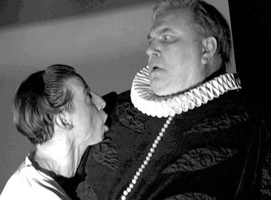 Д.Лысенков (Гамлет), В.Смирнов (Полоний). «Гамлет». Фото В. Сенцова