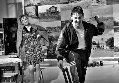 Сцена изспектакля «Экспонаты». Прокопьевскийтеатрдрамы. Фото архивафестиваля