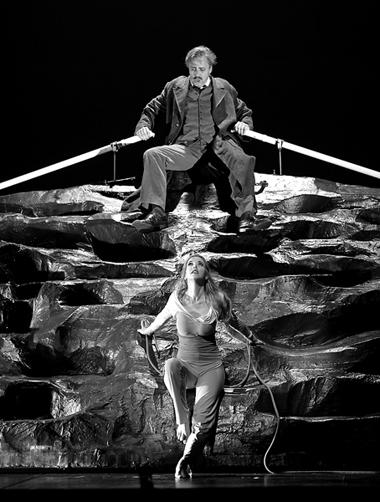 Сцена изспектакля «Дионис». Фото изархива фестиваля
