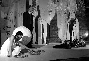 Сцена изспектакля «Пенелопа 18 », режиссер А.Слюсарчук. Фото изархива театра