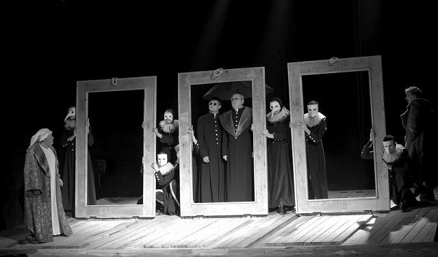 Сцены изспектакля «Отелло». Фото А. Белой