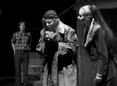 Сцена изспектакля «Погребенный ребенок». Фото изархива театра «Ванемуйне»