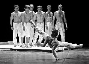 Сцена изспектакля «Одиссея». Фото В.Луповского