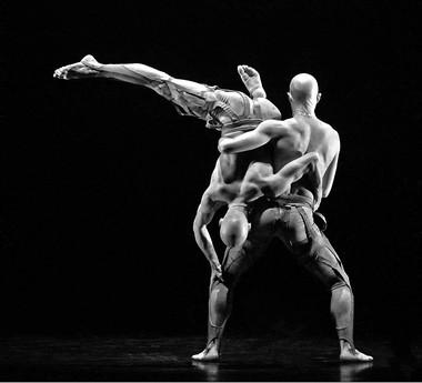 Сцена изспектакля «Кентавры». Фото В.Луповского