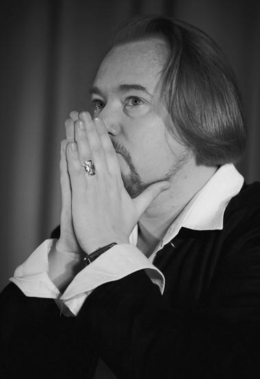 О.Дмитриев, режиссерская читка «Зачарованныесмертью». ФотоБ.Тополянского