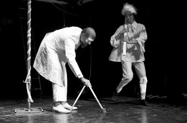 Сцена изспектакля «Дарвалдая мондегрином (Метафизические картины изжизни Ф.М.)». Фото В.Телегина