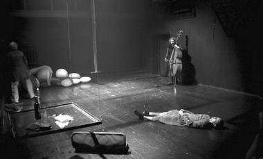 Сцена изспектакля «Contrabass. Dance. Mysteries». Фото А. Опочанского