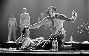 А.Арефьева (Джульетта), Е.Чмеренко (Брат Лоренцо). Фото В. Васильева