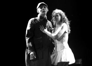 И.Дель (Ромео), А.Арефьева (Джульетта). Фото Ю. Белинского