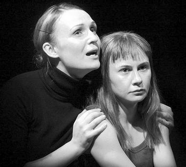О.Гагарина (тетя Харпер), Ю.Дейнега (Джоан). «Далеко». ФотоД.Пичугиной
