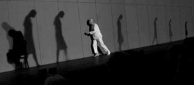 Сцена изспектакля.  Фото В. Сенцова