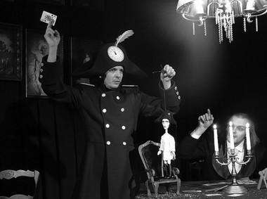 Сцены изспектакля «Пиковая дама». Фото изархива Гродненского областного театра кукол