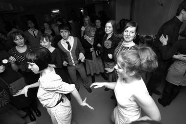 Ночь кино вклубе «Fish-fabrik». Ретро-танцы перед сеансом. Фото А. Телеша
