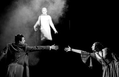 Сцена изспектакля «Дубрoff ский». Новосибирский театр музыкальной комедии. Фото Д. Худякова