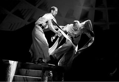 Сцена изспектакля «Юлий Цезарь». Фото изархива театра