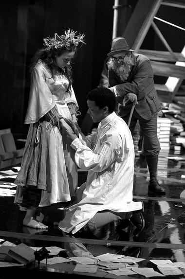 Сцена изспектакля «Зимняя сказка». Фото изархива театра