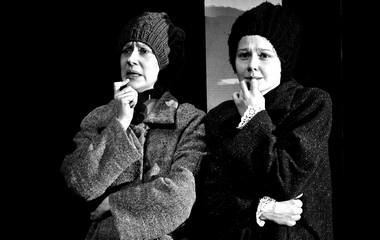 Е.Дмитриева (Зоя), П.Агуреева (Тамара).  Фото Л. Герасимчук