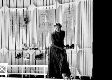 Сцена изспектакля «Женитьба». Александринский театр. Фото изархива театра