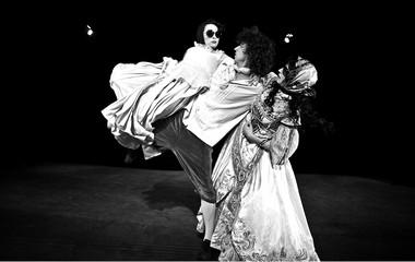 Сцены изспектакля «Урокфранцузского». РАТИ (ГИТИС). Фото изархива фестиваля