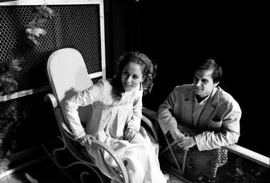 А.Михеева (Верочка), В.Шемяков (Беляев). «Месяц вдеревне». Городской театр (Нижневартовск). Фото В. Зайчикова