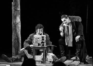 Сцена изспектакля «Ревизор». Малый театр (Вильнюс). Фото В. Луповского