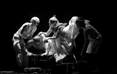 Сцены изспектакля.  Фото Т. Кучариной