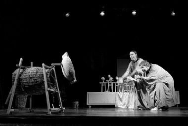 А.Грибаускайте (Мать Эгле), В.Киркилионис (Отец Эгле). «Дочь земли».  Фото Д. Матвеева