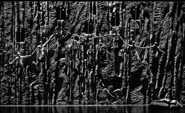 Сцена изспектакля. Фото В. Луповского