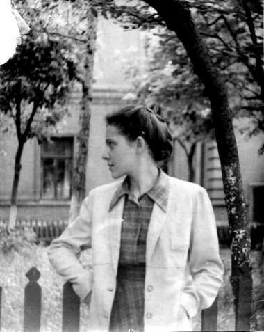 Н.Крымова встуденческие годы. Фото изархива автора
