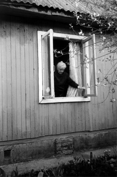 Н.Крымова надаче уМ.Коржель. Фото изархива автора