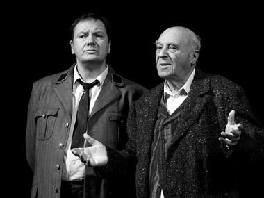 А.Рыщенков (Виктор Франц), В.Этуш (Грегори Соломон). «Цена». Фото В. Луповского