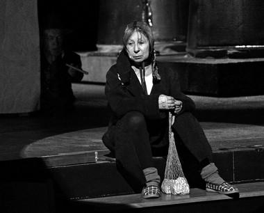 Л.Ахеджакова (Мария). «Circo Ambulante». Театр Наций. Фото В. Луповского