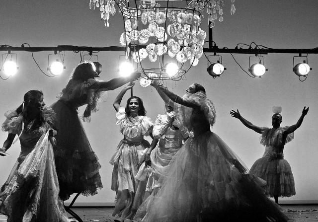 «Донка». Сцена изспектакля. Фото В. Луповского