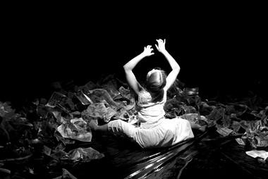 Сцены изспектакля «Каин иАвель». Фото П. Лащенко