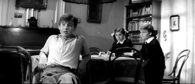 Кадры изфильма «Шумный день». 1960