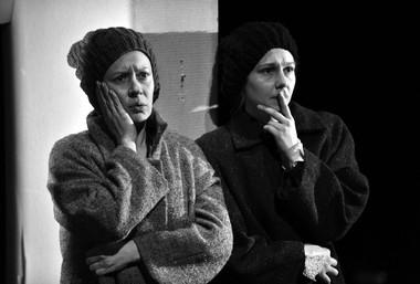 З.Дмитриева (Зоя), П.Агуреева (Тамара). «Пять вечеров».  Театр «Мастерская П. Фоменко». Фото Л. Герасимчук