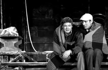 В.Харжавин (Бусыгин), А.Ефремов (Сильва). «Старший  сын». Вологодский театр для детей имолодежи.  Фото А. Телеша