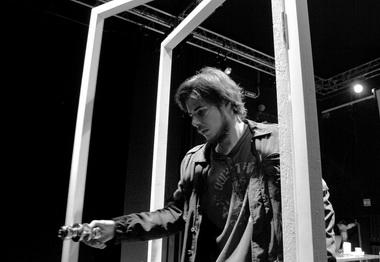 И.Николаев вспектакле «Запертая дверь». Фото изархива театра
