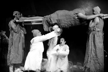 «Путешествия Гулливера». Сцены изспектакля. Фото изархива театра