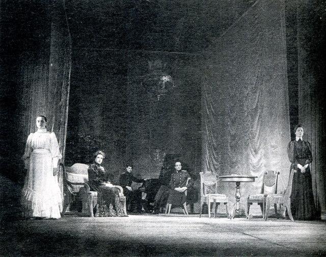 «Три сестры». Сцена изспектакля. Фото В. Васильева