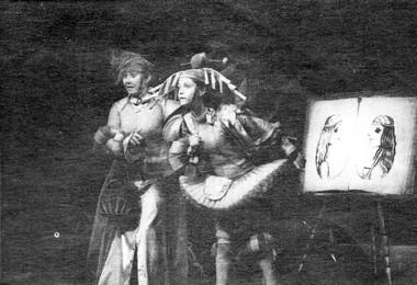 Э.Куликова иТ.Лубенская всценах изспектакля. Фото В. Васильева