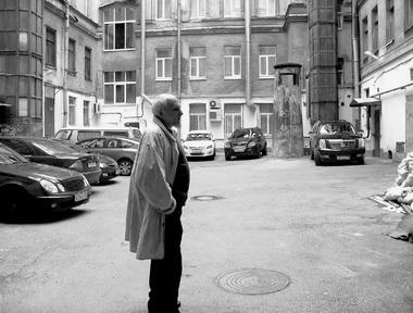 НаЖуковского. Водворе утетушки. Фото М. Дмитревской