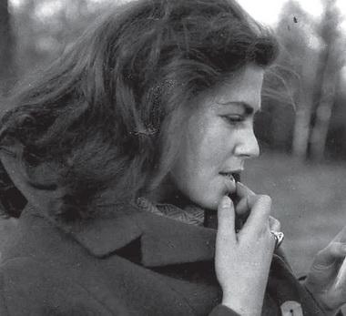 Удома вАпраксином переулке. Начало семейной жизни. К.Гинкас иГ.Яновская. 1960-е. Фото изсемейного архива